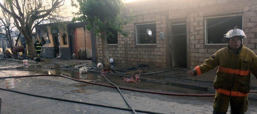Incendio destruye cuatro casas en calle Condell de Vicuña y deja 20 personas damnificadas