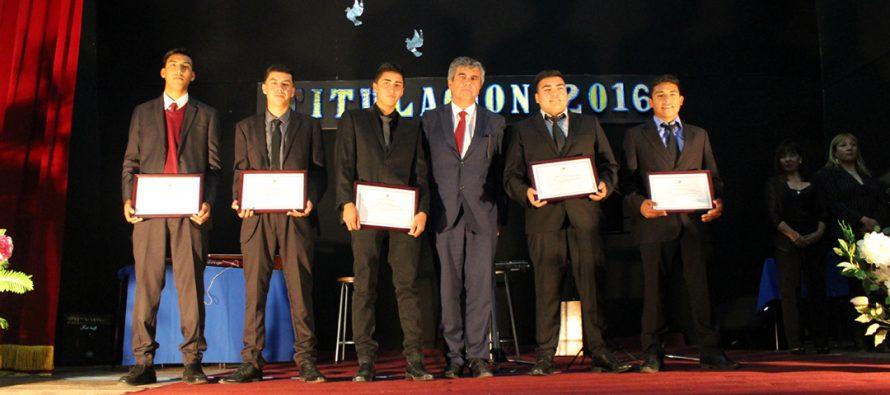 Estudiantes del liceo Carlos Roberto Mondaca Cortés se titularon en las distintas especialidades