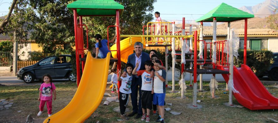 Plazoleta de Población Gabriela Mistral cuenta con modernos juegos infantiles