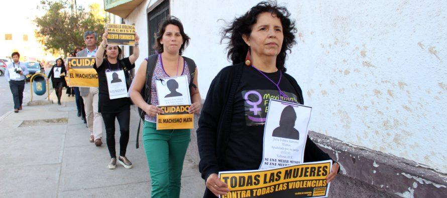 """Mujeres de Vicuña participan de """"Caminata del Silencio"""" en memoria de las víctimas de femicidio"""
