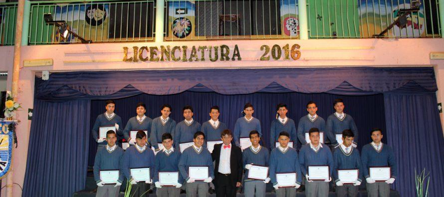 Estudiantes de 4to medio del Liceo Carlos Mondaca vivieron emotiva licenciatura