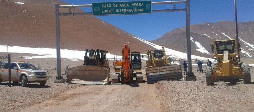 Personal de Vialidad llegó al límite del Paso Agua Negra habilitando la ruta internacional