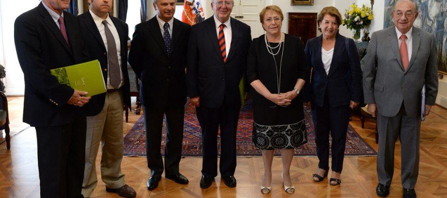 Presidenta de la SAN participó en reunión con Presidenta Bachelet para plantear necesidades de fruticultores