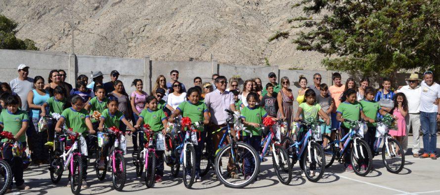 Niños y niñas de escuela de Chapilca recibieron bicicletas como regalo de Navidad