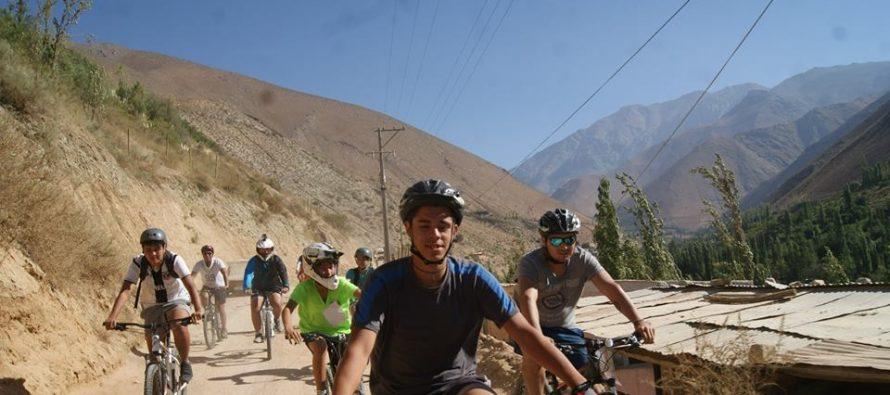 """Cicletada """"Elquipedalea"""" recorrió 17 kilómetros entre Alcohuaz y Pisco Elqui"""