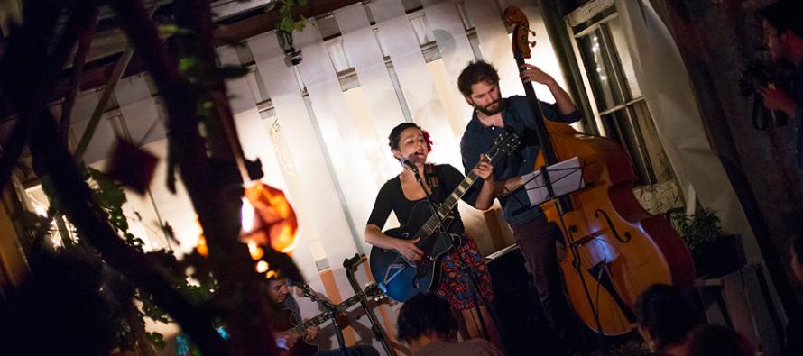 Natalia Corvetto llega con sus melodías a reconocido café del Valle de Elqui