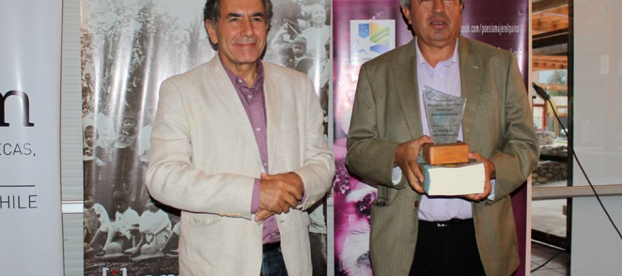 """Profesor peralillano recibió con orgullo el 1er lugar del concurso """"Poemas para la mujer Violeta"""""""
