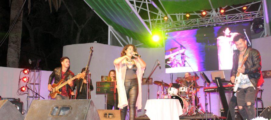 La cantante nacional Carolina Soto cautivó a los vicuñenses en la Noche de los Enamorados
