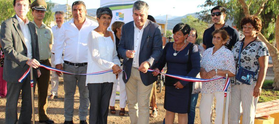 Vicuña inaugura luminarias fotovoltaicas en dos plazas de la comuna