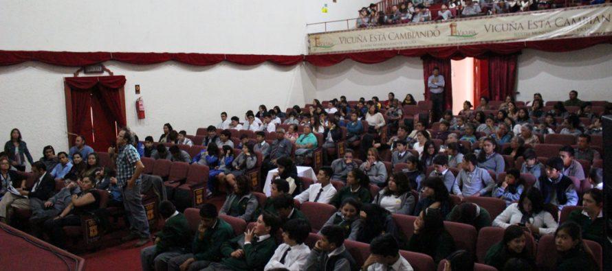Con un lleno total se vivieron las charlas astronómicas en el teatro municipal de Vicuña