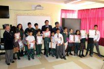 Alumnos de Vicuña reciben set de útiles escolares de la Junaeb
