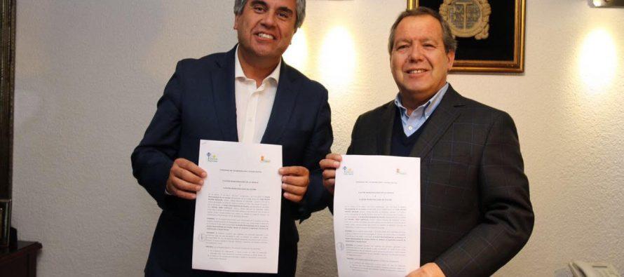 Vicuña firma convenio de hermandad con la comuna de  La Granja