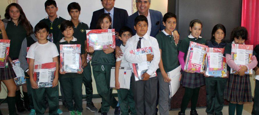 Programa de útiles escolares de Junaeb beneficia a más de 3 mil estudiantes de Vicuña