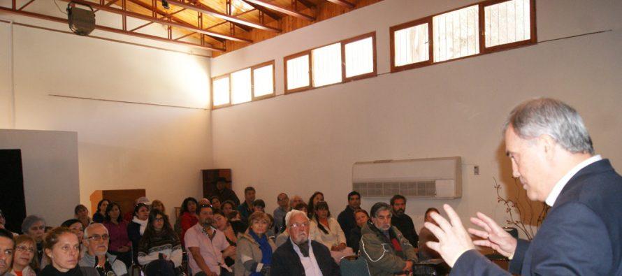 Sixto Paz conocido ufólogo internacional dictó charla en Montegrande