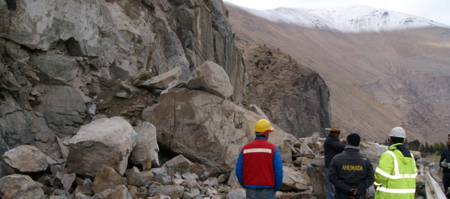 Realizan gestiones para despejar vía que une a Paihuano y Montegrande