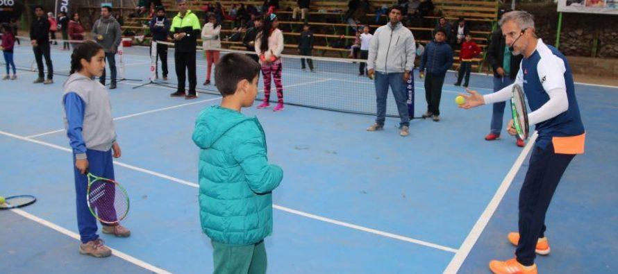 Horacio  de la Peña realizó una clínica de tenis en remozada cancha municipal de Vicuña