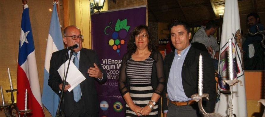 Con la firma de un convenio entre Paihuano y Chilecito finalizó primera jornada del Foro Vitivinícola