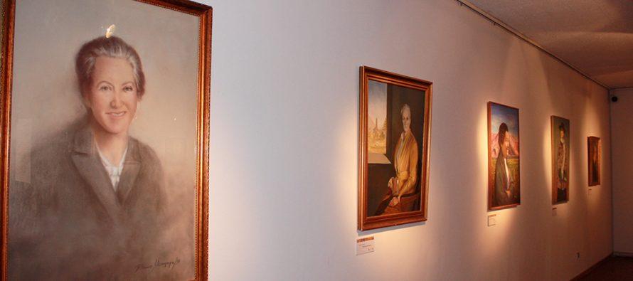 """Exposición """"Retratando a Gabriela"""" se presenta en Museo Dibam de Vicuña"""