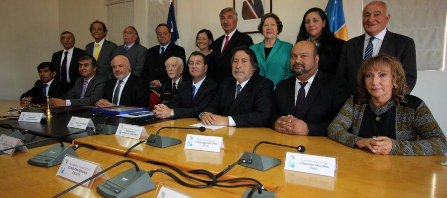 Emotivo reconocimiento del CORE a ex intendente Renán Fuentealba Moena