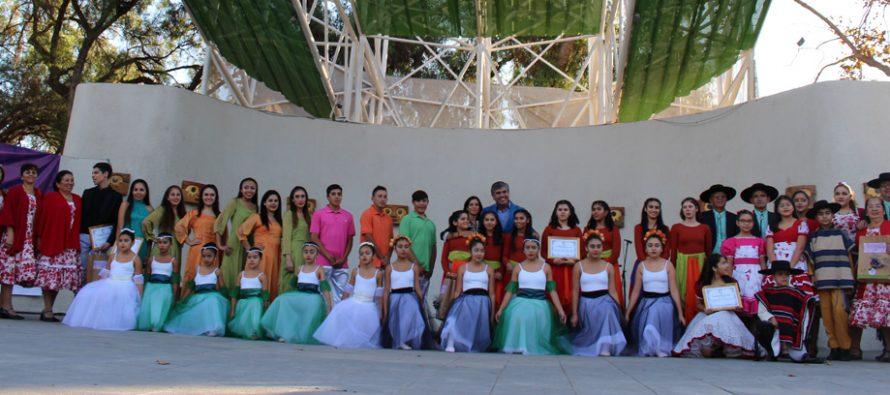 Con un gran despliegue agrupaciones artísticas de Vicuña conmemoraron el Día de la Danza