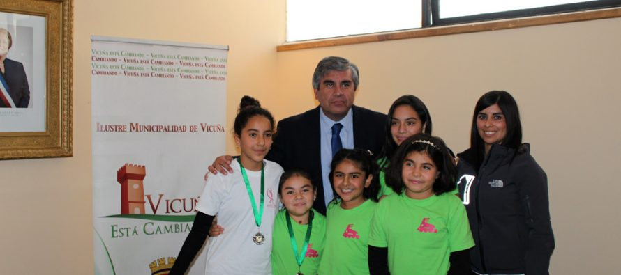 Patinadoras vicuñenses ganan medallas en Valparaíso con solo semanas de entrenamiento