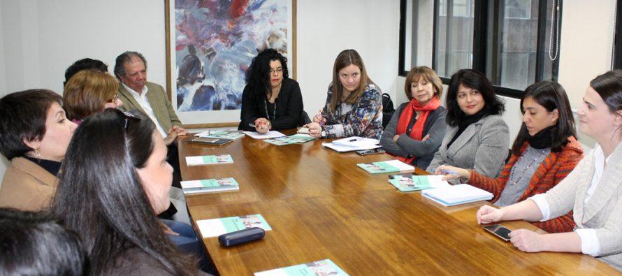 Integrantes de la mesa interinstitucional de inglés entregan a MINEDUC propuestas para su enseñanza
