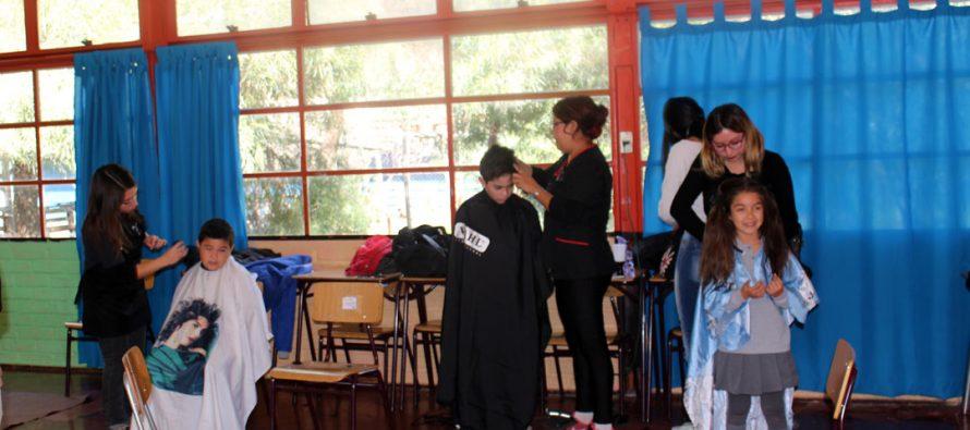 Cortes de pelo gratis benefician a niños de establecimientos educacionales de Vicuña