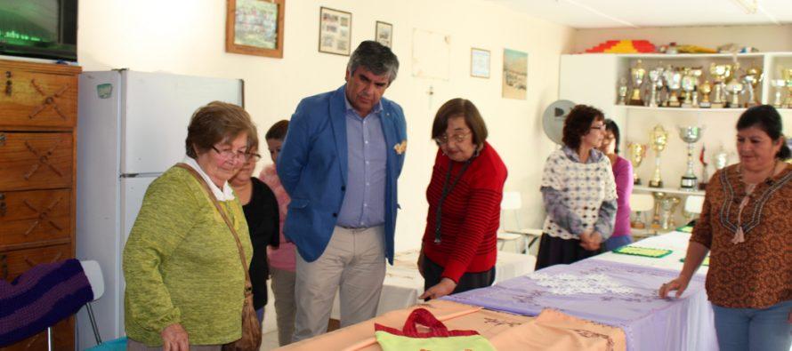 Con la presentación de trabajos termina taller de bordado Peralillo