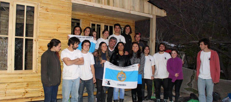 Estudiantes de Derecho de la UC construyeron 10 viviendas en la comuna de Vicuña en vacaciones