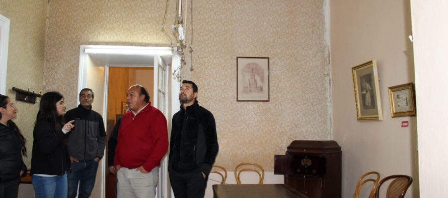 Autoridades recorren casas patrimoniales beneficiadas con subsidio de restauración