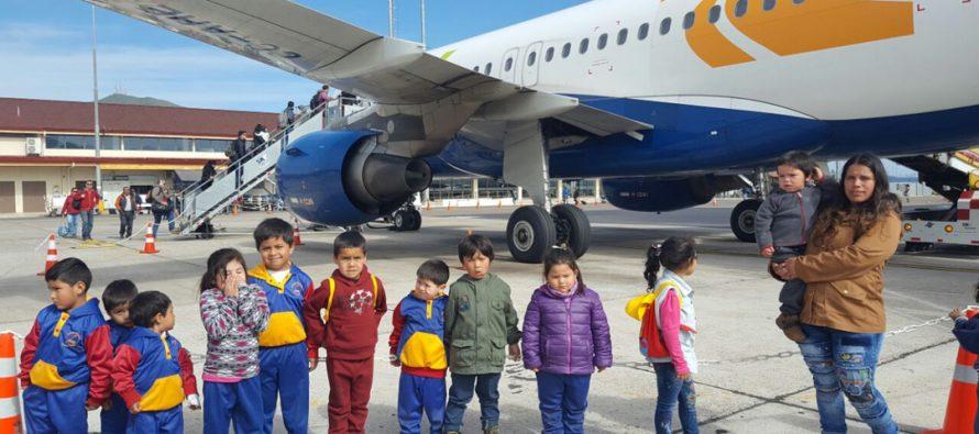 Párvulos de la localidad de La Calera conocen aeropuerto