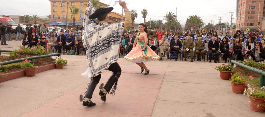 Con emblemático izamiento de bandera comunal La Serena inicia su aniversario nº 473