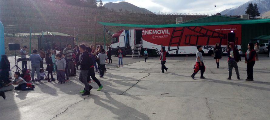 Empresa Agrícola Bellavita y Agrícola Cochiguaz traen cine móvil a Montegrande