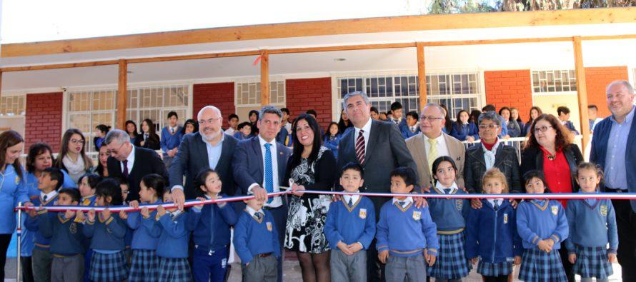Estudiantes de la localidad de El Tambo  valoran nueva escuela Neftalí Reyes