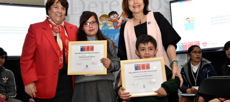 Estudiante de Vicuña entregó propuestas de Parlamentos Escolares Saludables a Ministras