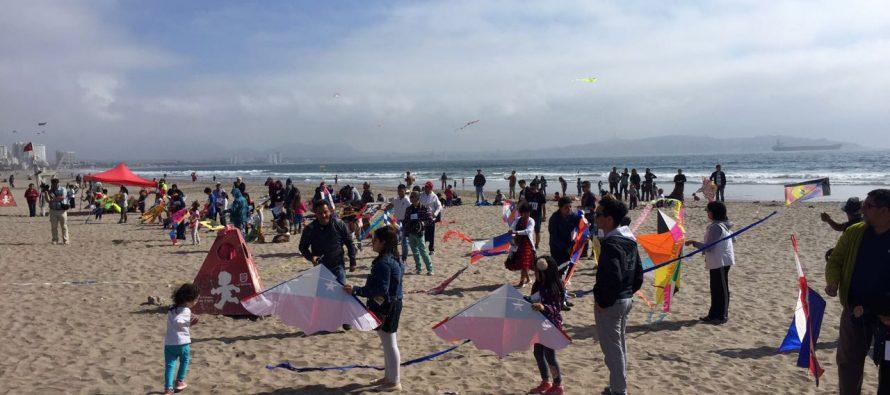 Multitudinario concurso de volantines en La Serena