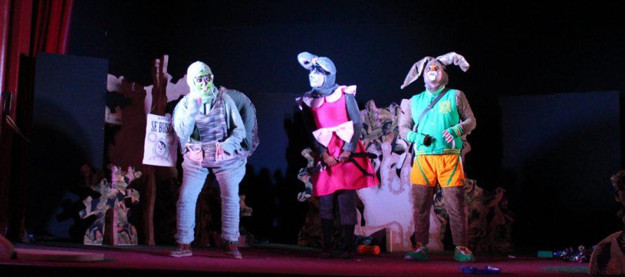 Estudiantes de Vicuña presencian obra de teatro que incentiva el reciclaje y el cuidado ambiental