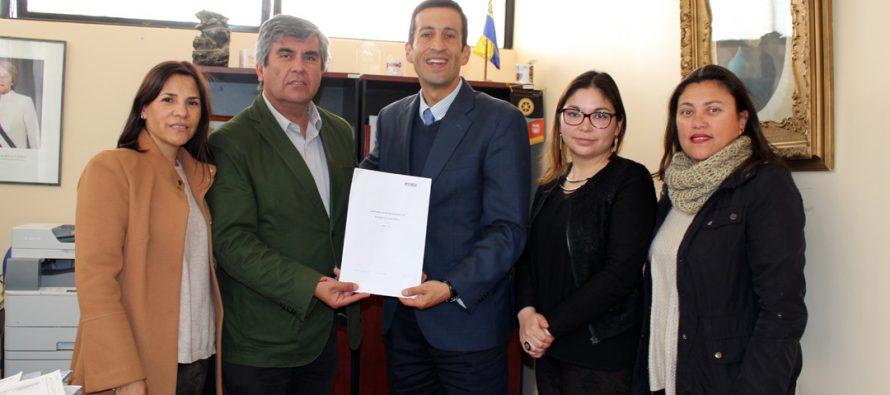 Vicuña reafirma convenio con IP Chile para ayudar en diversas áreas de la comunidad
