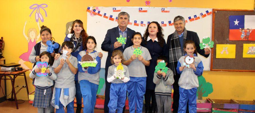 "Municipio local  financia programa ""Nosotros te apoyamos mamá"" en colegio Joaquín Vicuña"