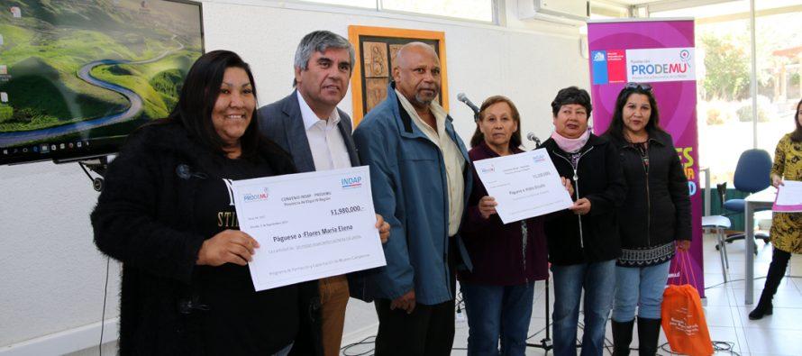 Entregan fondos de inversión a 10 agrupaciones de mujeres campesinas de la Provincia de Elqui