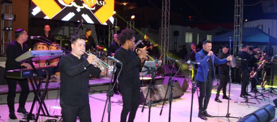 Combo con Clase hizo bailar a la Pampilla de San Isidro en su cuarta noche de espectáculo