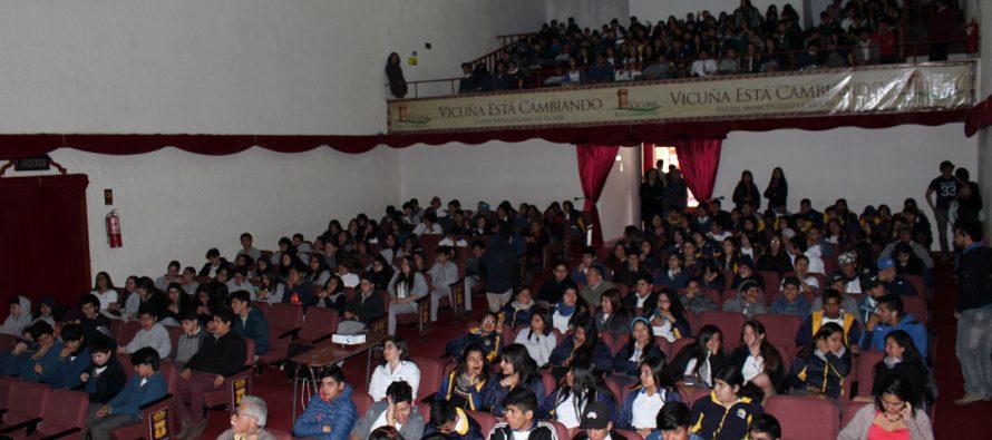 Estudiantes y adultos participaron activamente de 1ra conferencia astronómica del Mes de las Estrellas