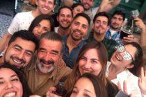 Luksic cumple promesa y se junta a tomar piscolas con un grupo de jóvenes en Pisco Elqui