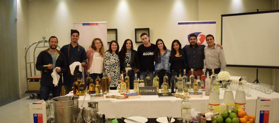 Periodistas y mixólogos extranjeros alaban las bondades del Pisco Chileno