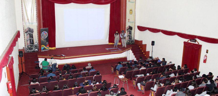 Con masiva asistencia estudiantil continúa el ciclo de conferencias astronómicas en Vicuña