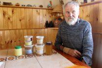 Con sabor a limón, lavanda y rábano: así es la miel que ofrece apicultor alemán en La Serena