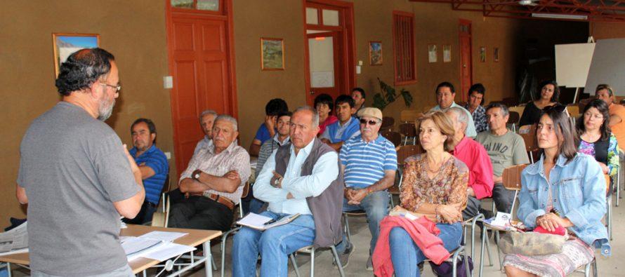 Regantes del Estero Derecho en la comuna de Paihuano analizan código de aguas