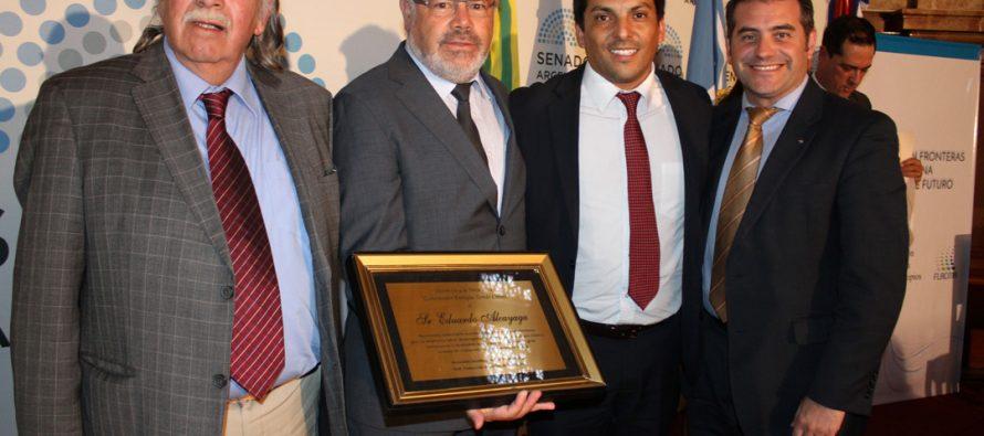 Consejeros reciben distinción Enrique Tomás Cresto en Argentina por su aporte al desarrollo