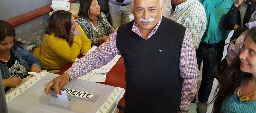 Alcalde Roberto Jacob emite su voto de estas elecciones presidenciales 2017