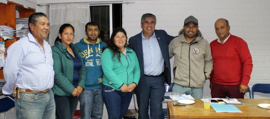 Vecinos de Talcuna analizan proyectos para la comunidad junto al alcalde de Vicuña